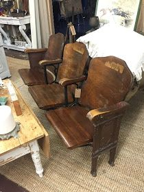 Perfecting the Homefront: Vintage Theater Seat Entryway Stadium Chairs, Stadium Seats, Decor Interior Design, Interior Decorating, Decorating Ideas, Furniture Projects, Home Furniture, Auditorium Seating, Soho Loft