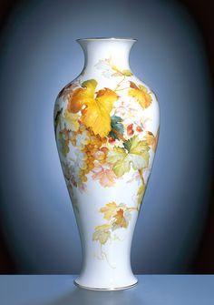 Vase, H 47,5 cm, Natural. Fruchtmal., Weinrebe m. Beerenfrüchten, bunt, ringsum, Goldr.