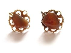 VINTAGE 50 S GOLD TONE AMBER GLASS AGATE CLIP ON EARRINGS