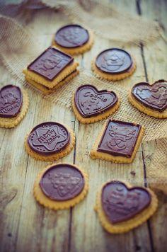 Biscotti di avena e mandorle con cioccolato.