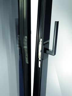 Elegance without interruption: edge to edge glass
