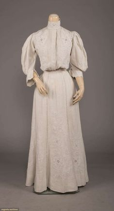 North America's auction house for Couture & Vintage Fashion. Edwardian Gowns, Edwardian Fashion, Vintage Fashion, Historical Clothing, Historical Dress, Couture Outfits, Clothing And Textile, Period Outfit, Maid Dress