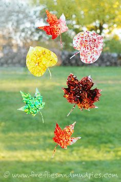 Melted Crayon Leaf Suncatchers are gorgeous and inexpensive to make! Kids will love it! | Fireflies and Mud Pies