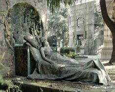 "Le Prince Lointain: Enrico Butti (1847-1932), Sculpture Tombale de la Famille Casati (""La Morente"") - 1890"