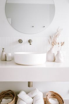 Bathroom Tapware, White Bathroom, Bathroom Renos, Bathroom Ideas, Minimalist Apartment, Minimalist Home, Minimalist Interior, Bad Inspiration, Bathroom Inspiration
