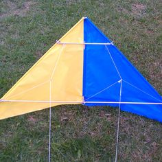 Fabric Stunt Kite From Scratch. With No Sewing! : 7 Steps (with Pictures) - Instructables Kite Surf, Go Fly A Kite, Kite Building, Diy And Crafts, Crafts For Kids, Fun Crafts, Stunt Kite, Kite Designs, Kite Making