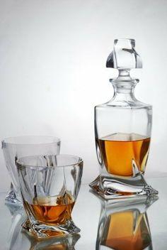 Quadro Whisky Decanter Set in Forever Crystal Satin Presentation Box Whiskey Decanter, Whiskey Glasses, Cigars And Whiskey, Crystal Decanter, Liquor Bottles, Glass Design, Cut Glass, Decoration, Chai