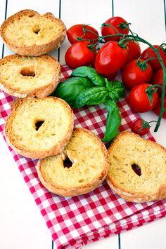 Friselle di grano duro con pomodori