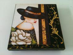 Caixa para bijouterias, em MDF com flocado interno em verde escuro. Pintura, stencil e decoupage.