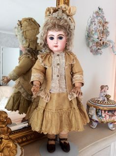 Tete Jumeau with Jumeau dress
