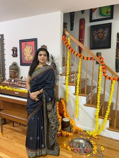 Bengal Looms Diva: Sree from New Jersey looking absolutely stunning in her Gujarati work Tussar Saree from Bengal Looms. Thank you @drsreevalsa for sharing these beautiful pictures with us.