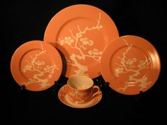 Fitz Floyd PRUNIER DE CHINE Peach Porcelain Dinnerware 5 pc Place Setting Japan #FitzFloyd Fine China Dinnerware, Porcelain Dinnerware, The Fitz, Kitchen Dishes, Kitchen Dining, Place Settings, Table Settings, Orange Crush, Japan