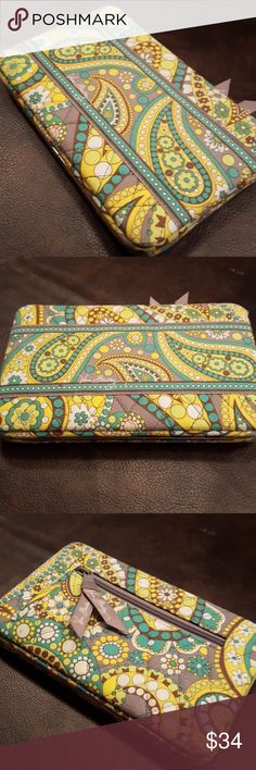 JUST IN🔶️Vera Bradley Hard Case Wallet EUC, used twice. Hard wallet with ID holder, 9 credit card slots, pockets and zipper pouch. Push magnetic close. Vera Bradley Bags Wallets