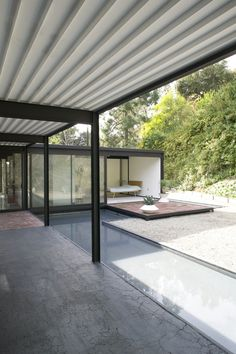 Image 7 of 13. Technology and Environment: The Postwar House in Southern California; Pierre Koenig (1925–2004) Case Study House Number 21 (Bailey House, entrance), Los Angeles, 1959, Photo © 2011 Timothy Sakamoto