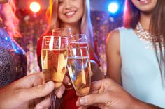 Es ist Silvester - und wieder ist ein Jahr vorüber. Was gehört für Sie an diesem Abend dazu? Bleigießen und Feuerwerk? Wie hier und in anderen Ländern Neujahr gefeiert wird:   http://karrierebibel.de/silvesterbraeuche-guten-rutsch-ins-neue-jahr/