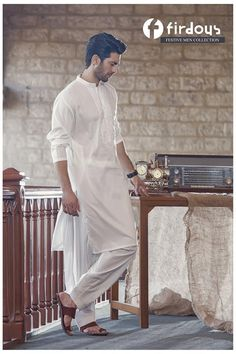 Shahzad Noor Kurta Pajama Men, Boys Kurta, Pakistani Models, Pakistani Couture, Gents Kurta Design, Pathani Kurta, Wedding Sherwani, Fashion Photography Poses, Muslim Dress