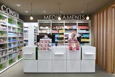 La Pharmacie du Parc à Maulévrier a été réalisée par Mobil M. Découvrez le reportage photographique.