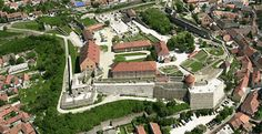 Stuff To Do, Things To Do, Turkish Military, Rocky Hill, Vacation Packages, Old Buildings, Hungary, Photo Galleries, Castle