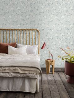 The wallpaper Dream - 6317 from Boråstapeter is a wallpaper with the dimensions x m. The wallpaper Dream - 6317 belongs to the popular wallpaper colle Of Wallpaper, Designer Wallpaper, Pattern Wallpaper, Hm Home, White Cherry Blossom, Design Repeats, Scandinavian Design, Modern Contemporary, Art Deco