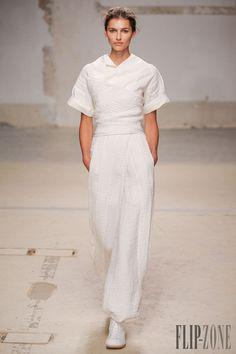 Aganovich - Ready-to-Wear - Spring-summer 2014 - http://www.flip-zone.net/fashion/ready-to-wear/independant-designers/aganovich-4374 - ©PixelFormula