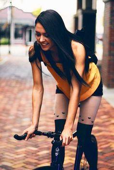 New Fixie Bike Girl Sports 17 Ideas Bicycle Women, Bicycle Girl, Fixed Gear Girl, Bike Suit, Female Cyclist, Urban Bike, Cycling Girls, Cycle Chic, Bike Style
