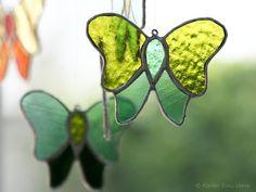 Papillon Attrappe-Lumière en vitrail vert. par AtelierBleuVerre
