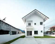 Image 1 of 28 from gallery of Catholic Priest House Chom Thong & Needs Natural Studio. Photograph by BLINE SPACE Arch House, Two Storey House, Catholic Priest, One Story Homes, Story House, Photo Studio, Contemporary Style, Exterior Design, Coffee Shop