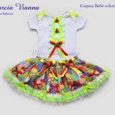 Caipira junina bebê Colorida Fashion Kids, Pierrot, Thing 1, Baby Girl Dresses, Harajuku, Christmas Ornaments, Holiday Decor, Body, Style