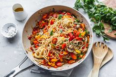 A vegan pasta meal that's fresh and full of flavour. Fun pops of colour peak through a nest of Italpasta spaghetti. Quick and easy to make, even for the most novice of cooks. Spaghetti Recipes, Pasta Recipes, Dinner Recipes, Pepper Pasta, Bell Pepper, Pasta Dishes, Food Dishes, Main Dishes, Valeur Nutritive