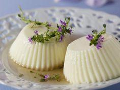 Sahnepudding mit Thymiansoße ist ein Rezept mit frischen Zutaten aus der Kategorie Kräuter. Probieren Sie dieses und weitere Rezepte von EAT SMARTER!