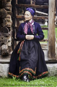 Hello all, This is the second part of my overview of the costumes of Norway. This will cover the central row of provinces in Eastern N. Norwegian Clothing, Folk Clothing, Spring Outfits Women, Ethnic Fashion, Women's Fashion, Beautiful Costumes, Bridal Crown, Folk Costume, Traditional Outfits