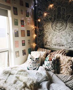 First apartment bedroom. instagram & photo credit: pearlberiker