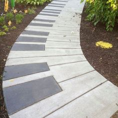 Cool DIY Project Ideas for Your Backyard, Patio & Garden Music lovers rejoice! This garden path, made using a light and dark poured concrete to simulate the keys of the piano, is truly delightful! Diy Garden, Garden Paths, Garden Projects, Garden Art, Garden Design, Garden Stones, Walkway Garden, Diy Projects, Music Garden