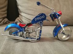 Pepsi chopper (soda can) Tin Can Art, Soda Can Art, Recycle Cans, Diy Cans, Aluminum Can Crafts, Metal Crafts, Coca Cola, Pepsi, Coke Can Crafts