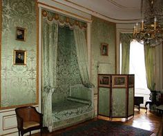 The Green Cabinet in Nieborów Palace (Poland): the interior decoration dates from the furniture is English. Louis Seize, Alcove Bed, Fairytale Bedroom, Chateau Hotel, Unique Flooring, Green Cabinets, Classic Living Room, Interior Decorating, Interior Design