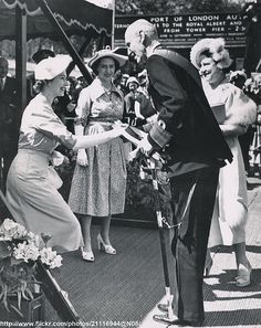 HRH Princess Elizabeth, (now Her Majesty Queen Elizabeth II) curtsying to her Great Uncle King Haakon of Norway circa King Haakon married his first cousin Princess Maud, daughter of Edward Vll & Queen Alexandra, and sister of King George V. Hm The Queen, Her Majesty The Queen, King Queen, Norwegian Royalty, English Royalty, Princess Elizabeth, Queen Elizabeth Ii, Lady Diana, Adele