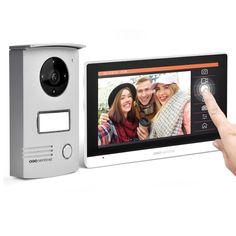 Interfonul video cu fir SCS Sentinel VISIODOOR 7+ dispune de un ecran tacil interactiv de 7 inch si iti ofera posibilitatea sa filmezi sau sa fotografiezi persoanele care te viziteaza fie ca esti acasa sau nu, datorita senzorului de miscare integrat. Unghiul de 120 de grade face ca monitorizarea sa fie ampla iar locul pentru micro card SD iti ofera posbilitatea de upgrade a memoriei. Date Heure, Ultra Hd 4k, Cas, Intercom, Home Tech, Billboard