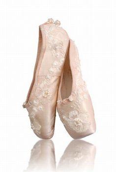 Aurélie Dupont imagine des pointes pour Repetto - Repetto, la saga - Mode - Aurélie Dupont Danseuse étoile à l'Opéra de Paris.