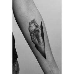 """Instagram'da Paweł Indulski: """"#hand #pocketwatch #pocketwatchtattoo #tattoo #dotwork #dotworktattoo #blacktattooart #blxckink #blacktattooing #blackworkerssubmission…"""""""