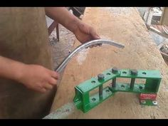 "DOBRADEIRA MANUAL P/ BARRA CHATA DE 1 1/4"" x 1/4"" - KUSTOM KULTURE BY FUSCO - YouTube"