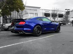 Ford Mustang Shelby GT350 in Lightning Blue.