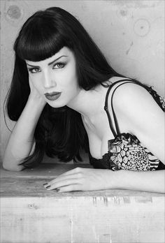 Rockabilly~Pin up~Betty Bangs Pic for Century period piece. Haircut Styles For Women, Short Haircut Styles, Cute Short Haircuts, Long Hair Styles, Rockabilly Mode, Rockabilly Fashion, Rockabilly Bangs, Vintage Hairstyles, Hairstyles With Bangs