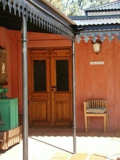 Exterior home colors 2018 37 ideas for 2019 Exterior Stairs, Interior And Exterior, Mexican Style Homes, Craftsman Bathroom, Exterior Lighting, Southwest Style, Traditional House, House Colors, Country Style