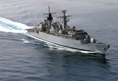 HMS Cornwall, the last type 22 frigate, in the Persian Gulf in Fourteen of the class were built in total, with production divided into three batches. HMS Cornwall was the last Royal Navy Type 22 frigate, launched 1985 and retired from service on 30 June Royal Marines, Us Marines, Royal Navy Frigates, Us Sailors, British Armed Forces, Cabin Cruiser, Battle Of Britain, Armada, Navy Ships