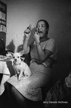 See never-before-seen photographs of the jazz singer from the book 'Jerry Dantzic: Billie Holiday at Sugar Hill. Billie Holiday, The Jazz Singer, Lady Sings The Blues, Old School Music, Walking In The Rain, People Of Interest, Smooth Jazz, Jazz Musicians, Jazz Blues