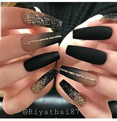 Elegant Rhinestones Coffin Nails Designs We have collected 130 + elegant Rhinestones coffin nails for you. Enjoy these beautiful nail art and welcome your Inspiration erupted! Black Acrylic Nails, Black Coffin Nails, Best Acrylic Nails, Stiletto Nails, Gel Nails, Black Glitter Nails, Black Ombre Nails, Matte Nail Art, Matte Black Nails
