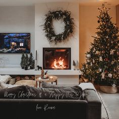 Hygge for Home - Rustic Christmas Decoration Ideas #christmasdecor #christmaslivingroom #rusticchristmasdecor