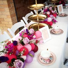 We absolutely love this idea! Can't wait to try it out… balloons and flower table runner!! #flowers #balloons #tablecentrepiece #pretty #wedding #balloonswithadifference #balloons #melbourneevents #melbourneweddings #gorgeous