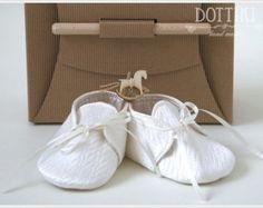 Zapatos de bebé de bendición zapatos bautismo por DaisyNeedleWorks