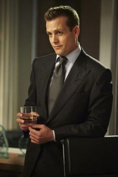 Gabriel Macht as Harvey Specter in Suits Serie Suits, Suits Tv Series, Suits Tv Shows, Suits Harvey, Harvey Specter Suits, Gabriel Macht, Suits Usa, Mens Suits, Trajes Harvey Specter